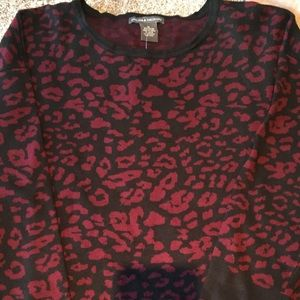 Red and black sweater EUC, high low